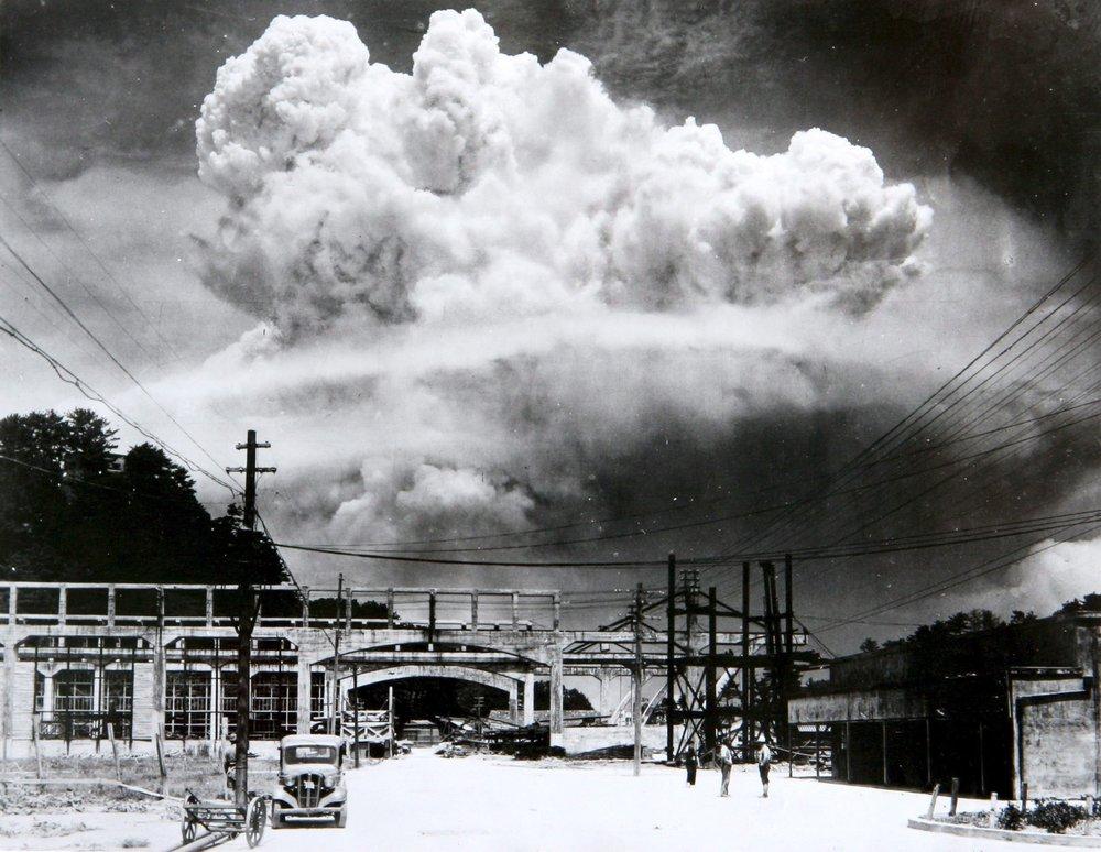 Atomic cloud over Nagasaki from Koyagi-jima (Hiromichi Matsuda |Wikimedia)