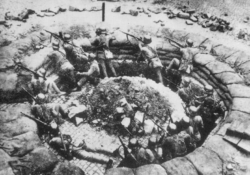 A Chinese gun nest in Shanghai, 1937. (Wikimedia)