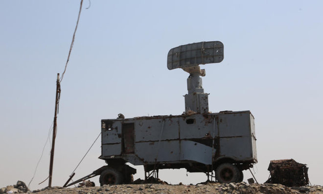 A radar in the Yemeni port city of Hodeidah, destroyed by U.S. Navy missile strikes. (AFP)