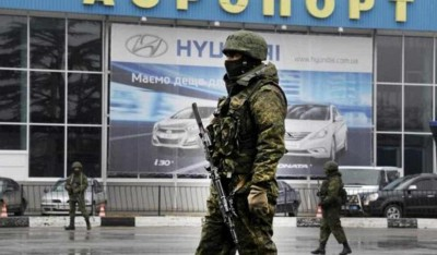 Unidentified armed men patrol outside of Simferopol airport, on February 28, 2014. (Source: AFP PHOTO / VIKTOR DRACHEV)
