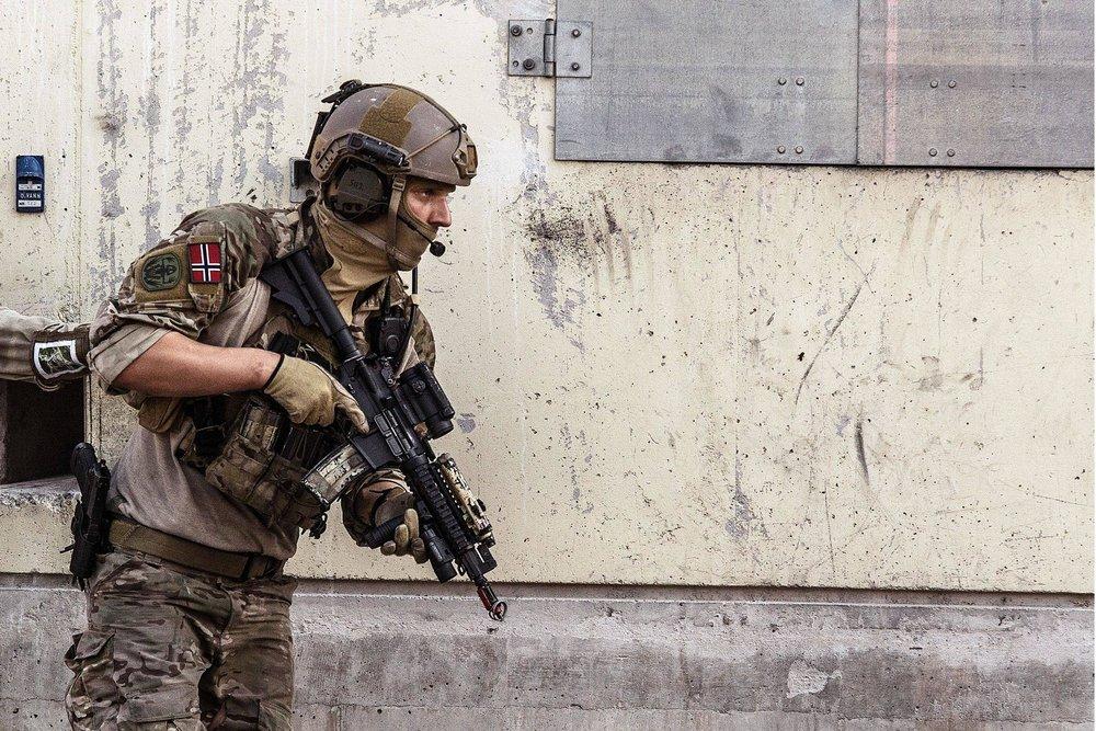 "NORNAVSOC (Marinejegerkommandoen) operator during counter-terrorism exercise ""Gemini"" in Rena, Norway, 2014."