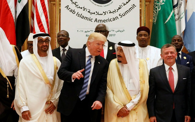 Jordan's King Abdullah II, Saudi Arabia's King Salman bin Abdulaziz Al Saud, U.S. President Donald Trump, and Abu Dhabi Crown Prince Sheikh Mohammed bin Zayed al-Nahyan pose for a photo during Arab-Islamic-American Summit in Riyadh, Saudi Arabia May 21, 2017. (Reuters)