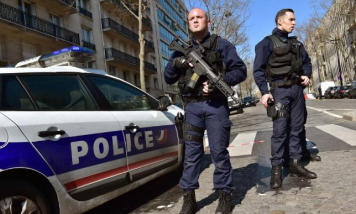 French police officers secure the scene near the Paris offices of the International Monetary Fund (IMF) on March 16, 2017, after a letter bomb exploded in the premises. (Christophe Archambault/Getty)