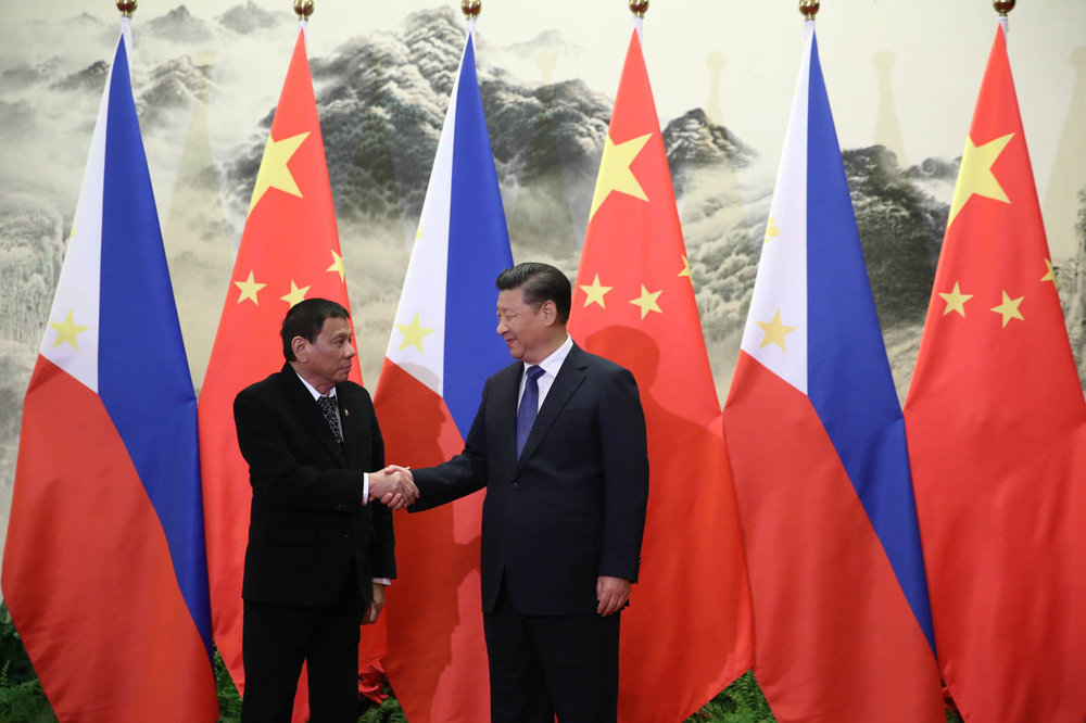 Philippine President Rodrigo Duterte and People's Republic of China President Xi Jinping shake hands prior to their bilateral meetings at the Great Hall of the People in Beijing on October 20, 2016. (King Rodriguez/PPD)