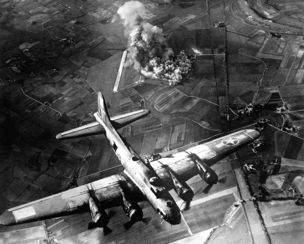 The U.S. 8th Air Force attacks Marienburg, Germany in 1943. (Pinteret)