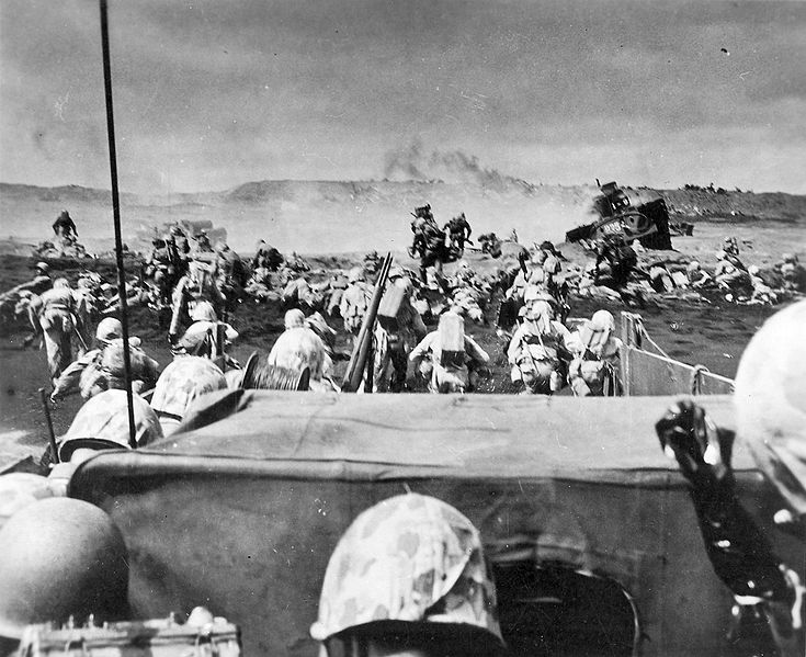 Amphibious assault on Iwo Jima . (Wikimedia)
