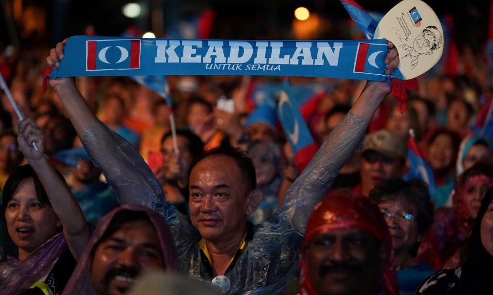 Supporters of Malaysia's opposition Pakatan Harapan attend an election campaign rally in Kuala Lumpur, Malaysia, May 6, 2018. (Athit Perawongmetha/Reuters)