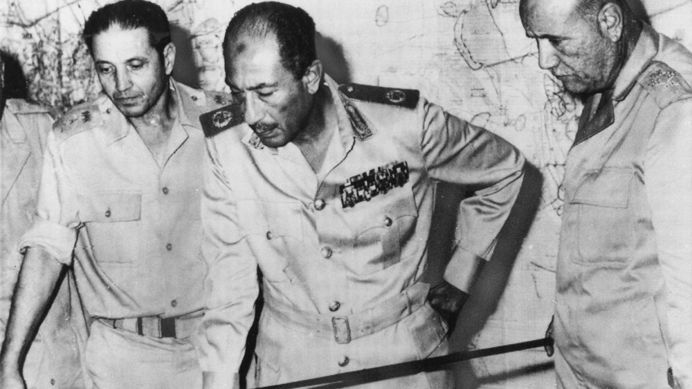 Egyptian President Anwar Sadat flanked by senior military officers during the 1973 Arab-Israeli War. (AP)