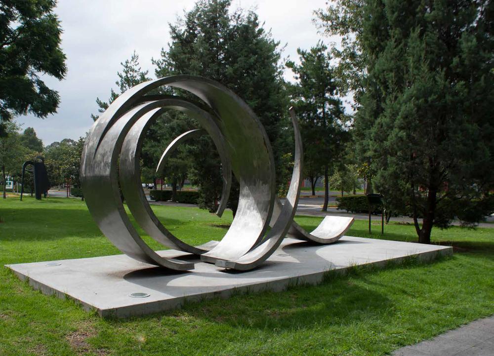 Rehilete, 2012, Steel, 300 x 600 x 200 cm