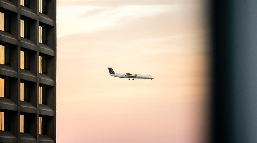 Toronto. Plane Landing.