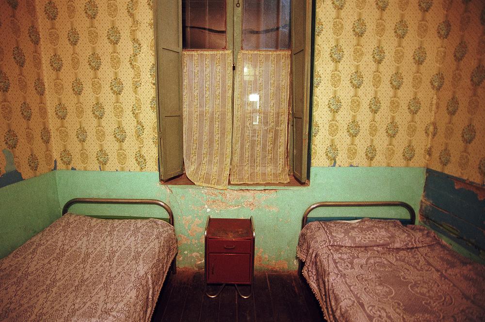 twin beds_123007.jpg