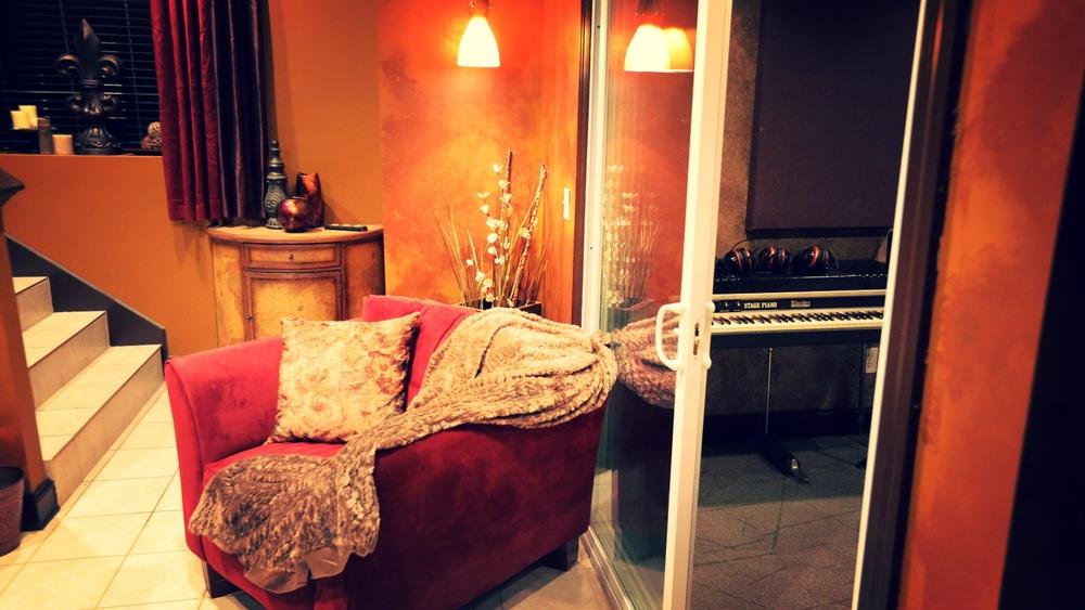 Lounge 2.JPG