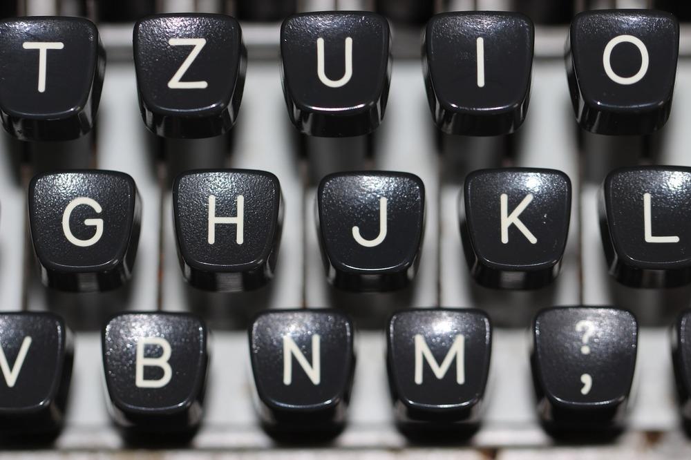 https://pixabay.com/en/typewriter-keyboard-type-vintage-1227357/