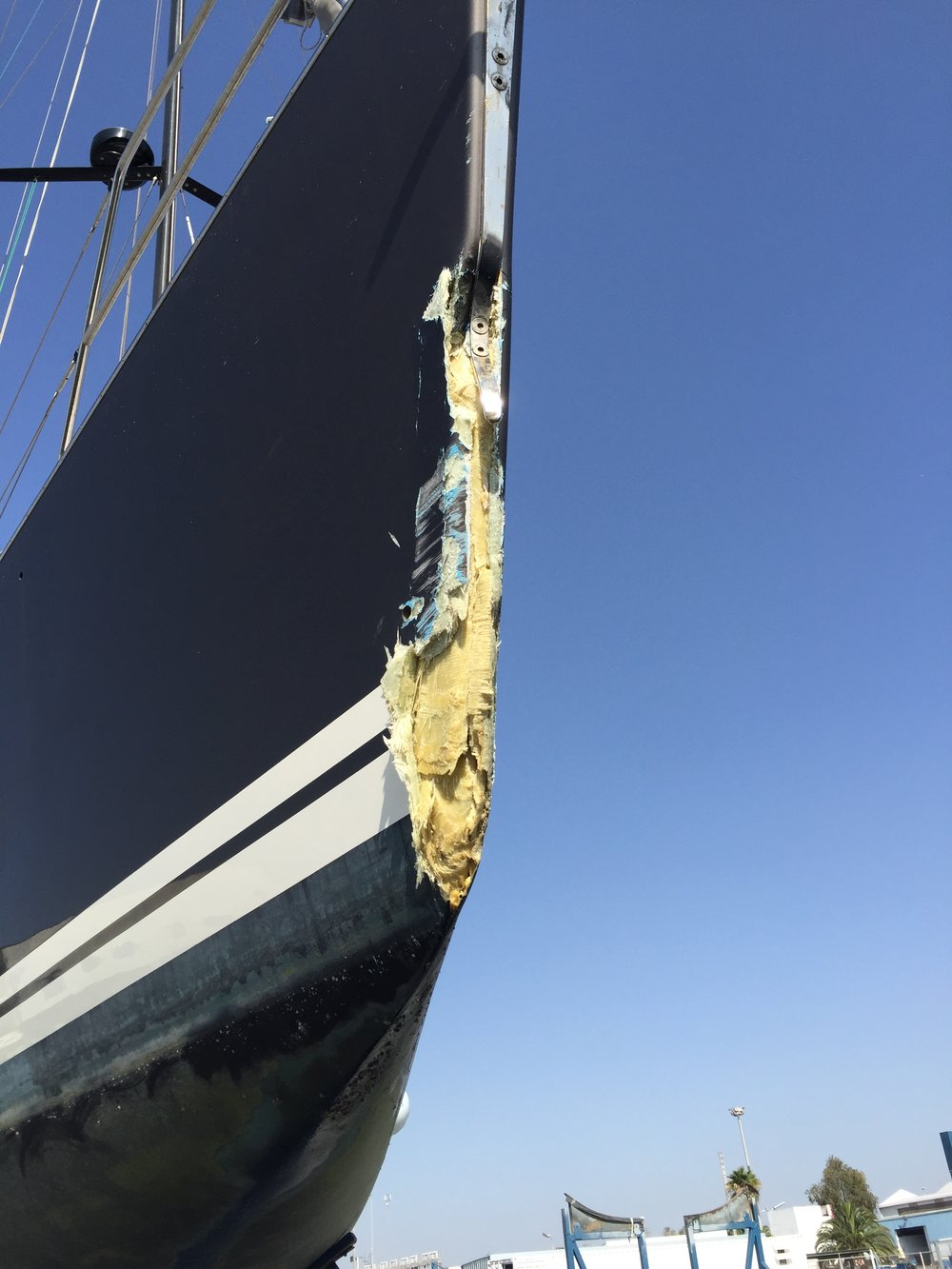 Kissed a rock because of a a lack of sleep after fighting for nights…..lesson learned -> I was able to sail for another 500 nm like this - she is strong!