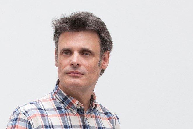 Charles de Meaux - Activement engagé dans la promotion d'oeuvres à la frontière du cinéma et des arts plastiques, CHARLES DE MEAUX est à la fois artiste-plasticien et fondateur de la société de production Anna Sanders Films (avec Philippe Parreno&Pierre Huyghe). Il a notamment produit Uncle Boonmee Who Can Recall His Past Lives, Palme d'Or du Festival de Cannes 2010. Ses oeuvres personnelles ont été exposées au Centre Pompidou, au Solomon R. Guggenheim Museum et actuellement àLa Biennale de Lyon / Art. Crédit photographie : Nolwenn Brod.