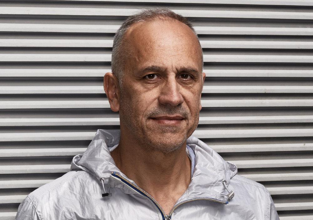 José-Manuel Gonçalvès - JOSÉ-MANUEL GONÇALVÈS est le directeur du CENTQUATRE-PARIS depuis 2010, réalisateur des Nuit Blanche ! 2014 et 2015 et travaille également comme commissaire de nombreuses expositions, dont le récent parcours d'art contemporain Paysages Bordeaux 2017.Le CENTQUATRE-PARIS est à la fois un lieu de production artistique et un lieu de production d'innovation dans le champ des industries créatives. Crédit photographie : Manuel Braun.