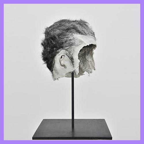 Bruno Botella - L'artiste plasticien Bruno Botella clôt notre jury 2019. Anciennement représenté par la Galerie Samy Abraham, il travaille principalement la sculpture et l'installation. Parmi les nombreuses expositions que comptent son parcours, on peut citer « En haine nue débâchée (et si cons mes deux lits huent ce jet) » au Palais de Tokyo en 2015.Photo : Oborot, 2012