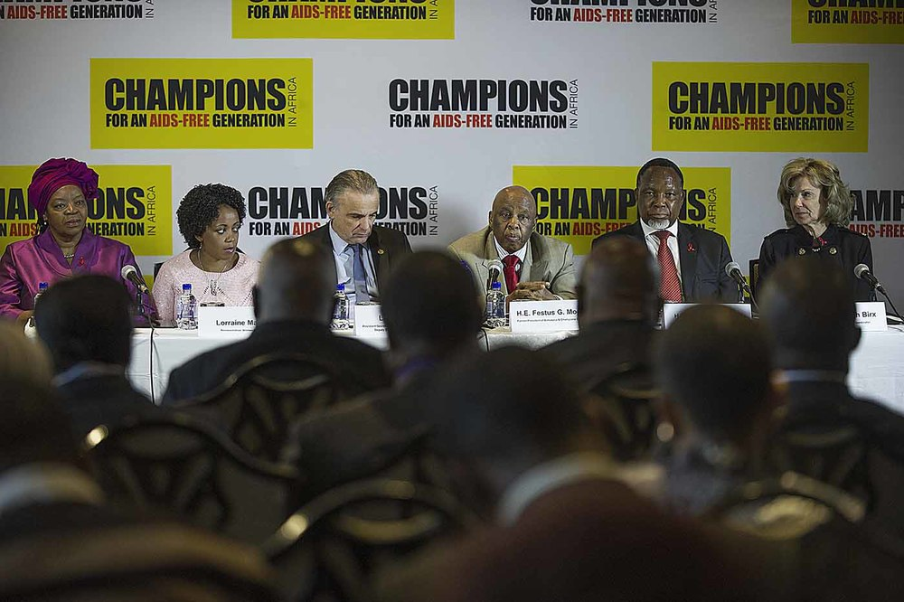 The Champions press conference: L to R: UNAIDS Regional Director for Southern and Eastern Africa, Sheila Tlou, a mother living with HIV, Lorraine Mashishi, UNAIDS Deputy Executive Director, Luiz Loures, Former President of Botswana and Chairperson of the Champions, Festus Mogae, former President of South Africa, Kgalema Motlanthe, US Ambassador for Global Health, Deborah L Birx.
