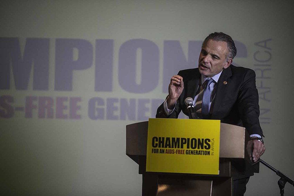 UNAIDS Deputy Executive Director, Luiz Loures, addresses guests at the Champions Gala Dinner.