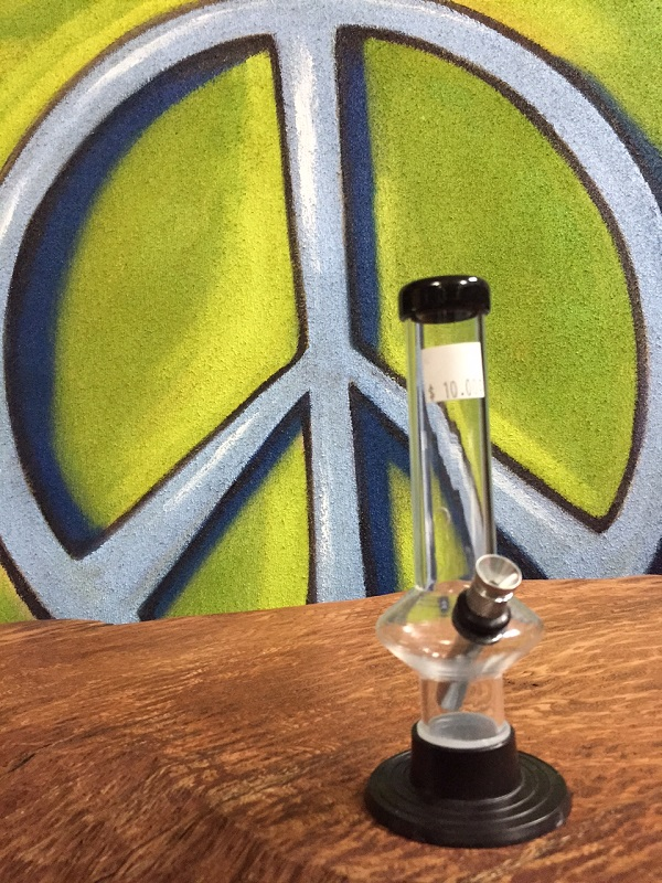short clear acrylic water pipe.JPG