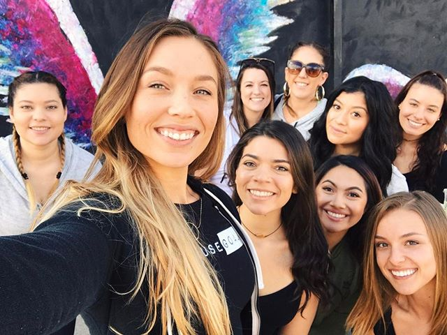 Family reunion❤️ @getfitandthick @lilian__flores @noelle_m @erikaelrand @j0show @daniela.lissette @kaybaybayla @chabelysm @amandawoodie @daniela.lissette @n.m.fitness @lovekassi_xo LA, we're having a popup workout tonight downtown! Click the link in my bio to sign up💕 #fitandthick