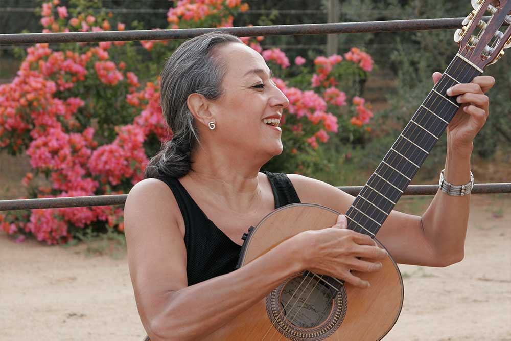 Cecilia-García-Amaro-Cantora-1.jpg