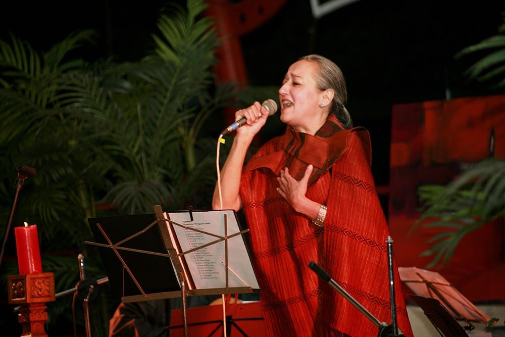 Cecilia-García-Amaro-Cantora-8.jpg