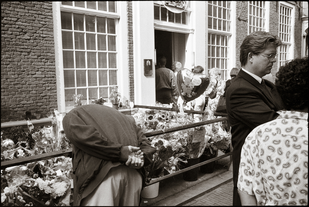 Reaction to the Death of Princess Diana at British Embassy  Den Haag (The Hague) 1997