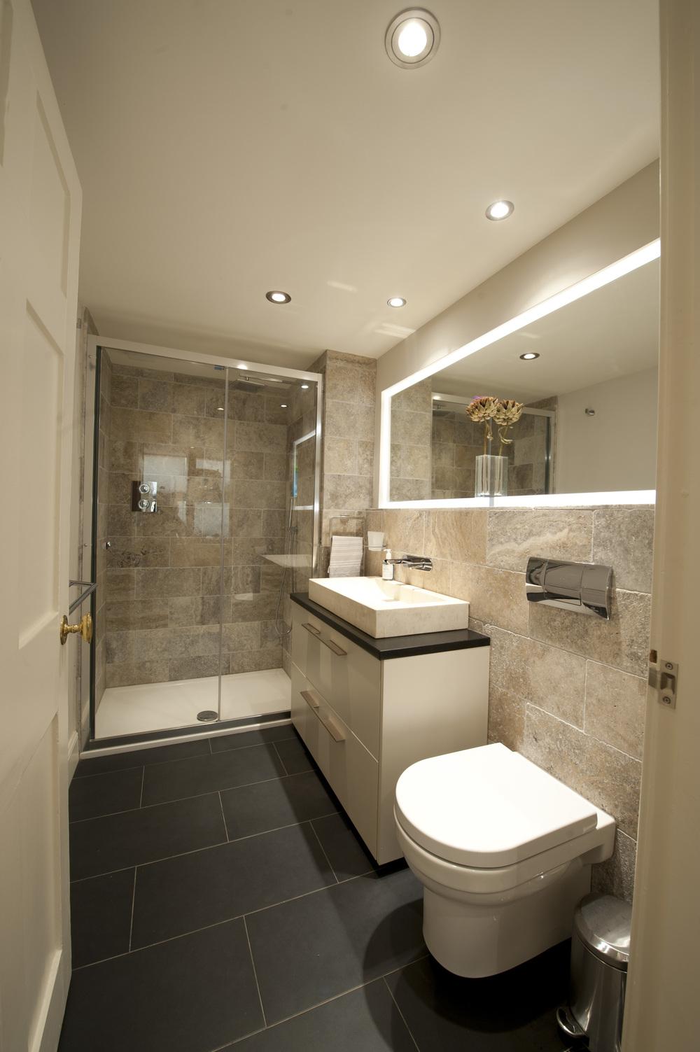 Bathroom_34 Regent St 23.jpg