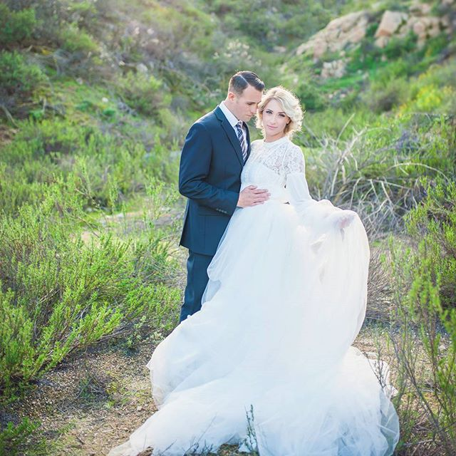 #tbt to one of the prettiest shoots ever! @laurel_salonmoselle  HMUA: @beautybossteam  #wedding #bride #groom #realwedding #weddingphotographer #weddingday #weddingdress #love #murrieta #temecula #terinamatthewsphotography #photography #photographer #winecountry #socalweddingphotographer #socalbride #socalwedding #theknotweddings #borrowedandblue