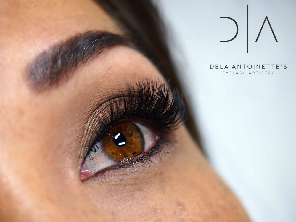 High quality eyelash extensions applied to one lash at a time by Dela Antoinette