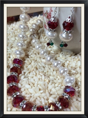 Check out this crystal and pearl necklace .... just right for holiday parties!