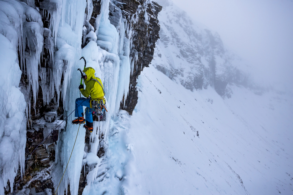 Dave MacLeod leading 'Transition' VI 7 in very warm conditions. (Photo: Chris Prescott)