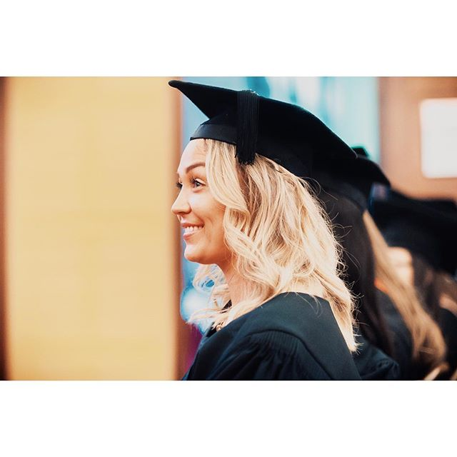 """""""The future belongs to those who believe in the beauty of their dreams"""" - Eleanor Roosevelt 👩🏼🎓#educateyourself"""