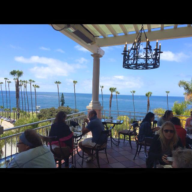 A quick lunch at La Valencia Hotel between showings in La Jolla. Love the balcony setting-bring s sweater tho, it can get breezy.