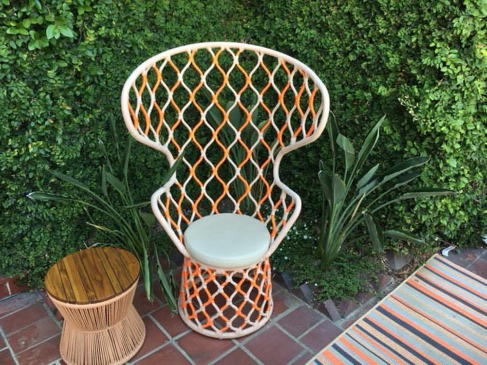 From indoors to outdoors, finding great nautical themed pieces is always a treat! 🌊🏝⚓️ Like this rope and knot designed chair!  #homesbydkcowles  #dkfindshomes