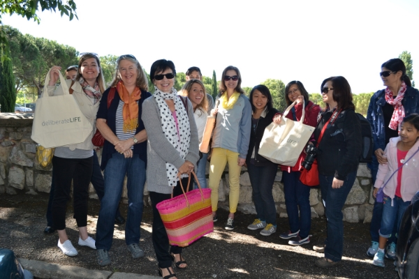 Anne-Marie and the group are off to go shopping at Uzes Market in Provence