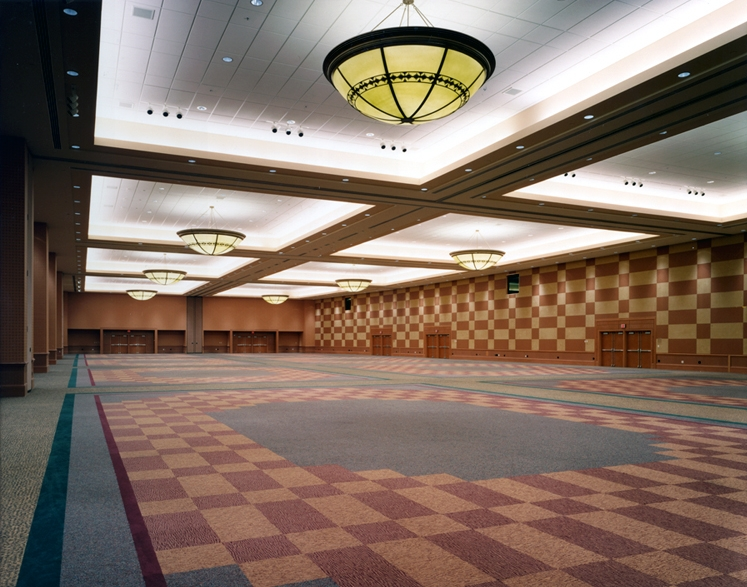 537IE-ballroom2-edited.jpg