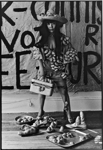 Yayoi Kusama in her New York studio (1971) by Tom Haar