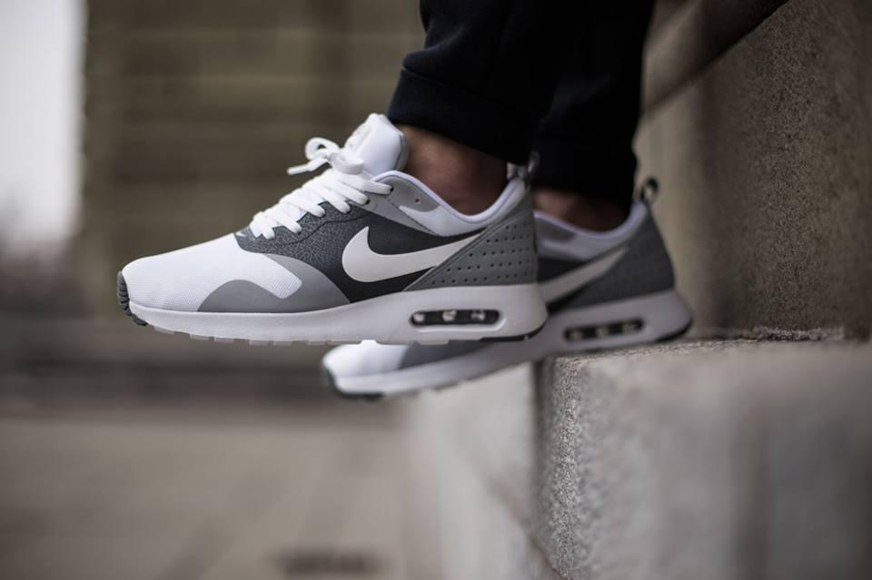 Nike Air tavas on feet under retail