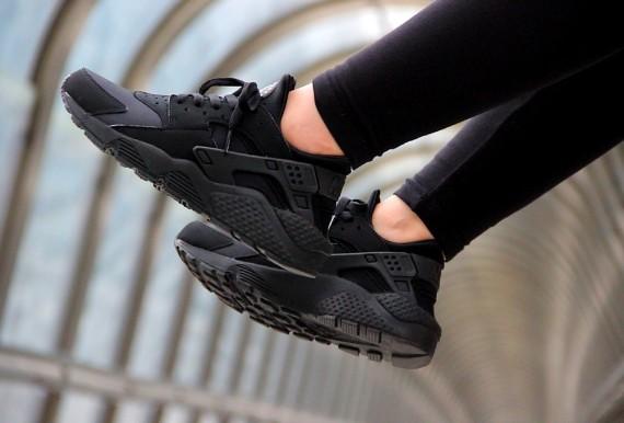 Nike-Air-Huarache-Triple-Black-20141.jpg.pagespeed.ce_.w0GJ0mU2821.jpg