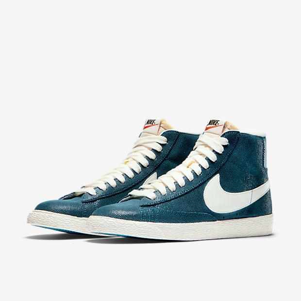 Nike-Blazer-Mid-Suede-Vintage-Womens-Shoe-518171_407_E_PREM.jpg