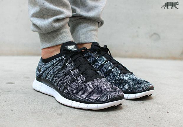 oreo flyknit 599459-010 on foot