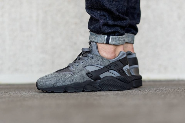 tech fleece huarache on foot