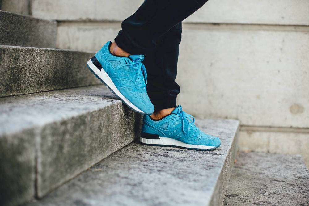saucony grid sd on foot blue