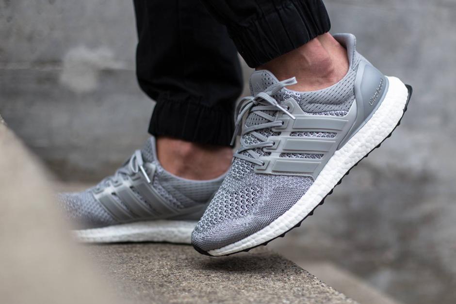 adidas-ultra-boost-metallic-silver-02.jpg