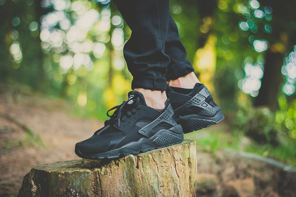 Nike-Air-Huarache-Triple-Black-01.jpg