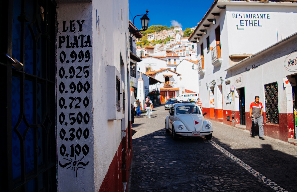 Silver fineness sign in the streets of Taxco.