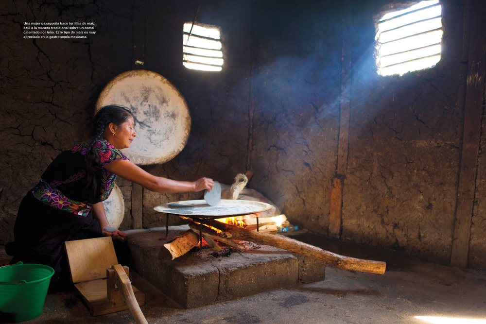 Esta imagen de una mujer chiapaneca aparece en la revista National Geographic en Español, edición de octubre de 2014. Mauricio la tomó para un artículo sobre el maíz.