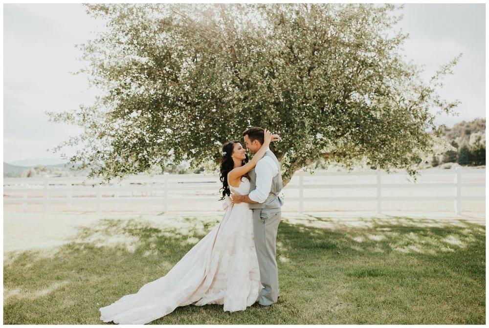 CatlynJustin-RedBarnGuestRanch-Wedding_0031.jpg